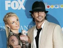 <p>Britney Spears and Kevin Federline arrive for the 2004 Billboard Music Awards in Las Vegas, Nevada in this December 8, 2004 file photo. REUTERS/Steve Marcus/Files</p>