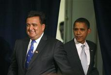 <p>Избранный президент США Барак Обама (справа) и назначенный им министр торговли Билл Ричардсон на пресс-конференции в Чикаго 3 декабря 2008 года. Избранный президент США Барак Обама в среду назначил губернатора штата Нью- Мексико Билла Ричардсона министром торговли, таким образом, завершив формирование кабинета намного быстрее своих предшественников. REUTERS/Jeff Haynes</p>