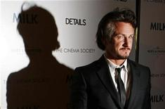 "<p>Sean Penn arrives for a Cinema Society screening of the film ""Milk"" in New York November 18, 2008. REUTERS/Lucas Jackson</p>"