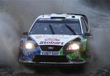 <p>Valentino Rossi al volante della sua Ford Focus RS WRC 07 durante il Rally di Gran Bretagna. REUTERS/ Eddie Keogh</p>
