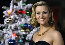 "<p>Cast member Reese Witherspoon poses at the premiere of the movie ""Four Christmases"" at the Grauman's Chinese theatre in Hollywood, California November 20, 2008. REUTERS/Mario Anzuoni</p>"