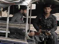 <p>Poliziotti pakistani a Peshawar REUTERS/Ali Imam (PAKISTAN)</p>