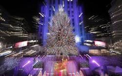 <p>L'albero di Natale al centro Rockefeller a New York. REUTERS/Brendan McDermid</p>