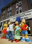 <p>Matt Groening, creatore dei Simpson, con i personaggi del serial tv, Lisa, Homer, Marge, Maggie, e Bart Simpson. REUTERS/Lucas Jackson (UNITED STATES)</p>