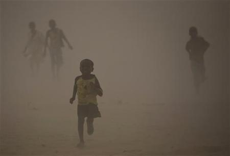 Refugees who fled the conflict in Sudan's western Darfur region run for shelter during a dust storm at Djabal camp near Gos Beida in eastern Chad June 19, 2008. REUTERS/Finbarr O'Reilly