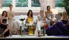 "<p>The cast of ""Desperate Housewives"" Dana Delany, Marcia Cross, Teri Hatcher, Felicity Huffman, Eva Longoria and Nicollette Sheridan (L-R) take the stage at the 60th annual Primetime Emmy Awards in Los Angeles September 21, 2008. REUTERS/Lucy Nicholson</p>"