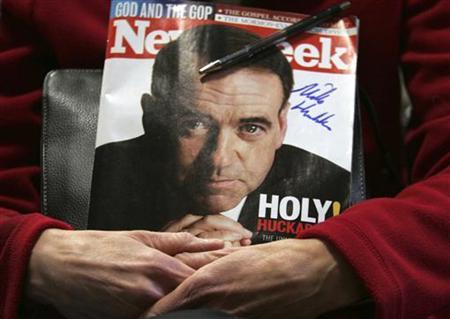 A supporter of Republican presidential candidate former Arkansas Governor Mike Huckabee holds a signed copy of Newsweek magazine during a Chowderfest Meet & Greet at Windham Center School in Windham, New Hampshire January 6, 2008. REUTERS/Shannon Stapleton