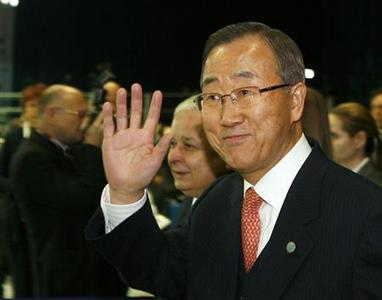 UN Secretary-General Ban Ki-moon waves as he arrives at the UN climate change conference in Poznan December 11, 2008. REUTERS/Kacper Pempel