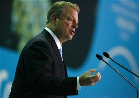 Former U.S. Vice President Al Gore gestures as he gives a speech during the U.N. climate change conference in Poznan December 12, 2008. REUTERS/Kacper Pempel