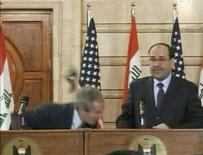 <p>Video frame grab of U.S. President George W. Bush (L) ducking from a shoe during a news conference in Baghdad, December 14, 2008. REUTERS/Reuters TV</p>