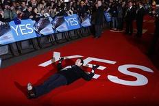 <p>Jim Carrey lies down on the red carpet as he arrives for the U.K. premiere of 'Yes Man' in Leicester Square, central London December 9, 2008. REUTERS/Andrew Parsons</p>