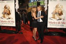 "<p>Cast members Jennifer Aniston and Owen Wilson pose at the premiere of the movie ""Marley & Me"" at the Mann Village theatre in Westwood, California December 11, 2008. REUTERS/Mario Anzuoni</p>"