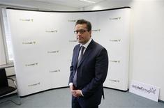 <p>L'annonce de la démission du président du directoire de Freenet, Eckhard Spörr, dope mardi l'action de l'opérateur télécoms allemand. Spörr était considéré comme l'obstacle principal au rachat du groupe. /Photo d'archives/REUTERS/Christian Charisius</p>
