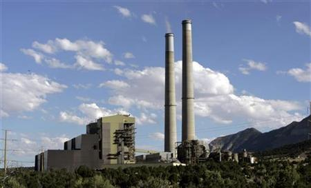 Smoke stacks are seen at Pacificorp's Huntington Power Plant in Huntington, Utah August 11, 2007. REUTERS/Danny Moloshok