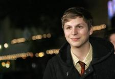 "<p>Cast member Michael Cera poses at the premiere of ""Juno"" at the Village theatre in Westwood, California, December 3, 2007. REUTERS/Mario Anzuoni</p>"