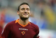 <p>A porta está aberta para o retorno do capitão da Roma Francesco Totti à seleção antes da Copa do Mundo de 2010, disse o chefe da Federação Italiana de Futebol (FIGC) nesta terça-feira. REUTERS/Max Rossi</p>