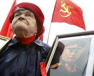 <p>A Ukrainian communist supporter holds a portrait of Soviet dictator Josef Stalin during a May Day demonstration in central Kiev, May 1, 2008. REUTERS/Gleb Garanich</p>