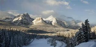 <p>The morning sun reflects off the Rocky Mountains November 30, 2006. REUTERS/Andy Clark</p>
