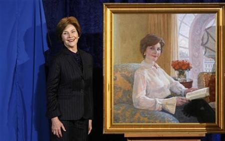 First lady Laura Bush stands beside her portrait after its unveiling at the National Portrait Gallery in Washington December 19, 2008. REUTERS/Kevin Lamarque