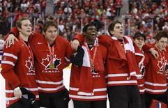 <p>Canada players celebrate after defeating Sweden at the gold medal game at the 2009 IIHF U20 World Junior Hockey Championships in Ottawa, January 5, 2009. REUTERS/Shaun Best</p>