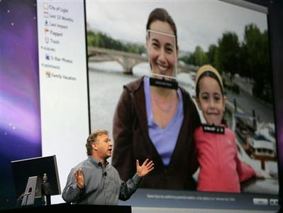 Philip Schiller, senior vice president of worldwide product marketing at Apple Inc, speaks about the Apple program ''Faces'' at the Macworld Convention and Expo 2009 in San Francisco, January 6, 2009. REUTERS/Robert Galbraith