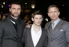 <p>Actors (L to R) Liev Schreiber, Jamie Bell and Daniel Craig attend the European premiere of Defiance at Leicester Square in London January 6, 2009. REUTERS/Luke MacGregor</p>