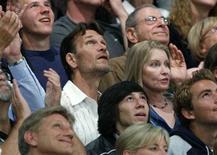 <p>Patrick Swayze and la moglie Lisa Niemi tra il pubblico durante una partita dei Los Angeles Lakers nello scorso maggio REUTERS/Danny Moloshok</p>