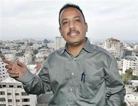 <p>Reuters correspondent in Gaza Nidal al-Mughrabi talks to his colleagues in Gaza November 30, 2007. Al-Mughrabi, 36, has been the Reuters correspondent in his native Gaza Strip for the past 13 years. REUTERS/Ismail Zaydah</p>