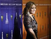 """<p>Hilary Duff posea en un evento del diseñador Manolo Blahnik en Beverly Hills, 25 sep 2008. La cantante y actriz estadounidense Hilary Duff interpretará a una joven abogada en una serie de Fox que puede ser descrita como una versión de abogados de """"Doogie Howser, M.D."""". REUTERS/Mario Anzuoni</p>"""