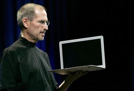 Apple CEO Steve Jobs introduces the MacBook Air during the Macworld Convention and Expo in San Francisco January 15, 2008. REUTERS/Robert Galbraith