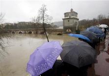 <p>Maltempo, da lunedì nuovo peggioramento soprattutto al Nord. REUTERS/Alessandro Bianchi</p>