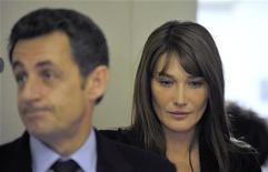 <p>Il presidente francese Nicolas Sarkozy e la moglie Carla Bruni-Sarkozy. REUTERS/Gerard Cerles/Pool</p>