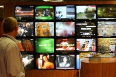"""<p>L'Autorità per le garanzie nelle comunicazioni ha multato la Rai per la puntata della trasmissione """"Anno Zero"""" del primo maggio scorso e per quella di """"Che tempo che fa"""" del 10 maggio. REUTERS/Eric Gaillard</p>"""