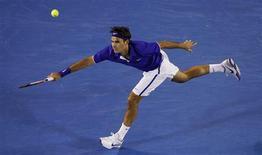<p>Federer durante a partida contra Marat Safin no aberto da Austrália REUTERS/Darren Whiteside (AUSTRALIA)</p>