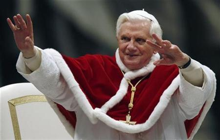 Pope Benedict XVI waves as he leads an audience with Neocatechumenal Way faithful in Saint Peter's Basilica at the Vatican January 10, 2009. REUTERS/Alessia Pierdomenico