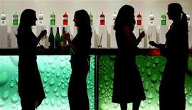 <p>Women are silhouetted as they drink at a party in a bar in central London in this December 6, 2004 file photograph. REUTERS/Toby Melville</p>