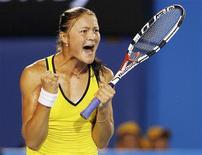 <p>Safina comemora vitória sobre Jelena Dokic e segue para semifinal do Aberto da Austrália. REUTERS/Darren Whiteside (AUSTRALIA)</p>
