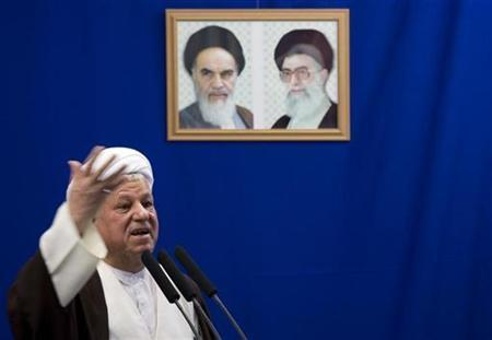 Iranian former president Ali Akbar Rafsanjani speaks during Tehran's Friday prayers September 26, 2008. REUTERS/Morteza Nikoubazl