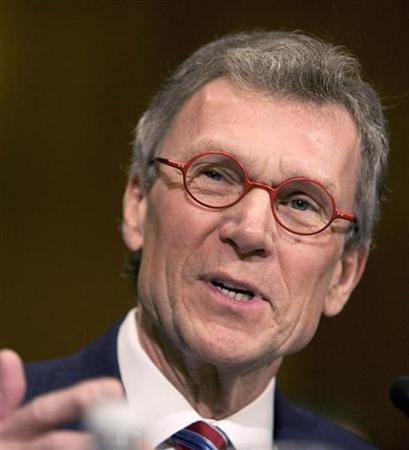 Former Senator Tom Daschle testifies before the Senate Health, Education, Labor and Pensions Committee hearing about his confirmation for Secretary of Health and Human Services on Capitol Hill in Washington, January 8, 2009. REUTERS/Larry Downing