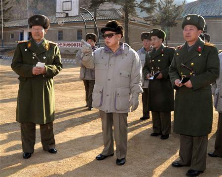North Korean leader Kim Jong-il (C) visits the 131 military unit at an undisclosed place in North Korea, in this undated picture released by North Korea's official news agency KCNA, February 1, 2009. REUTERS/KCNA