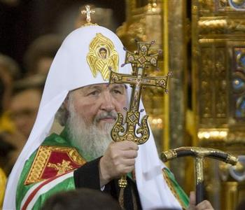 New Orthodox Patriarch Kirill leads the religious service after being crowned as the 16th Patriarch of Moscow and all Russia in Moscow's Christ the Saviour Cathedral, February 1, 2009. REUTERS/Sergei Karpukhin
