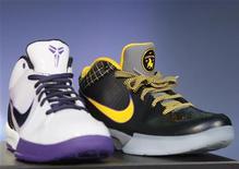 <p>Nike, colosso dell'abbigliamento sportivo, sta sperimentando un boom delle vendite online. REUTERS/Lucy Nicholson (UNITED STATES)</p>