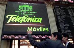 <p>A companhia espanhola prevê elevar em 20 por cento seus investimentos no Brasil em 2009, para 2,4 bilhões de reais, afirmou nesta terça-feira o presidente da empresa no país, Antonio Carlos Valente Telefônica. REUTERS/Andrea Comas</p>