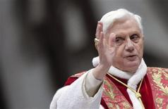<p>Pope Benedict XVI blesses the faithful as he leads a mass in St. Peter's Basilica at the Vatican February 2, 2009. REUTERS/Alessandro Bianchi</p>