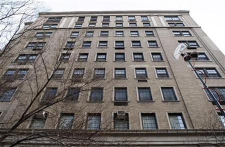 The apartment building that is the home of accused swindler Bernard Madoff is pictured on New York City's upper east side, January 12, 2009. REUTERS/Mike Segar