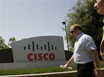 <p>Cisco a vu son chiffre d'affaires baisser de 7,5% à 9,1 milliards de dollars au deuxième trimestre, ses principaux clients réduisant leurs dépenses dans un contexte de récession économique. Les résultats du premier équipementier mondial de réseaux s'avèrent cependant légèrement supérieurs aux attentes des analystes. /Photo d'archives/REUTERS/Robert Galbraith</p>