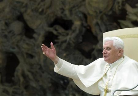 Pope Benedict XVI waves to the faithful as he celebrates his weekly general audience in Paul VI Hall at the Vatican, February 4, 2009. REUTERS/Alessandro Bianchi