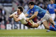 <p>Un momento della partita di rugby tra Inghilterra e Italia. REUTERS/Russell Cheyne</p>