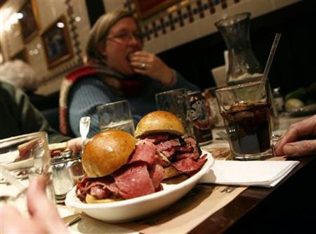 A sandwich is seen on a plate at a deli in New York December 17, 2007. REUTERS/Shannon Stapleton