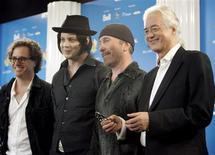 """<p>Para três dos maiores guitarristas do mundo, seus instrumentos foram uma passagem para deixar a pobreza e a vida dura. É isso que mostra o documentário """"It Might Get Loud"""" (""""Poderia para ficar alto""""), de Davis Guggenheim, sobre Jimmy Page (ex-Led Zeppelin), The Edge (U2) e Jack White (The White Stripes e The Raconteurs). REUTERS/ Mike Cassese</p>"""